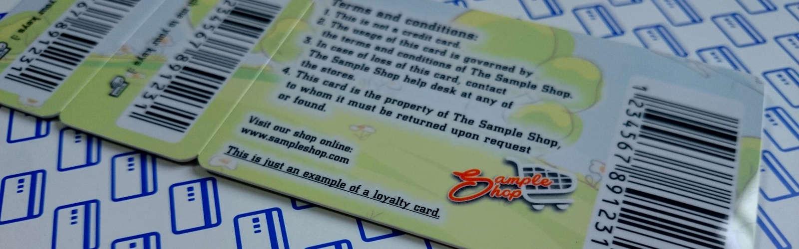 Karta lojalnościowa z breloczkami i kodem kreskowym