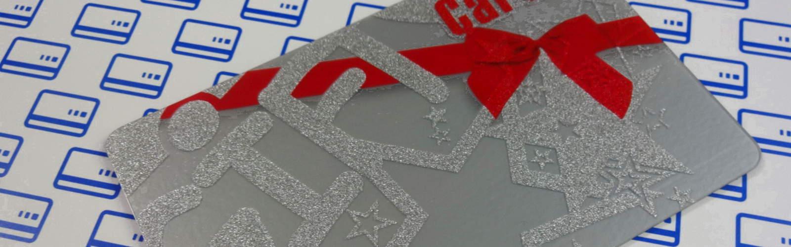Karta podarunkowa o srebrnym PVC i zadruku metalicznym srebrem