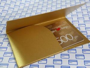 Złota karta podarunkowa z opakowaniem